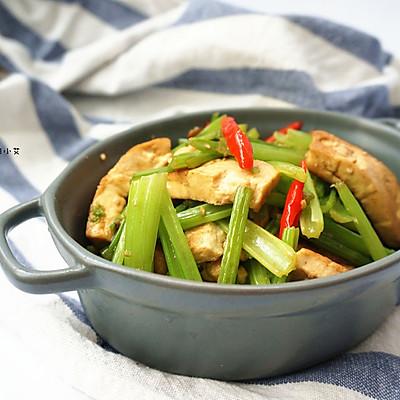 清炒芹菜豆腐片