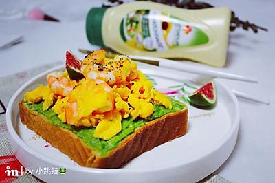 牛油果鸡蛋虾仁吐司