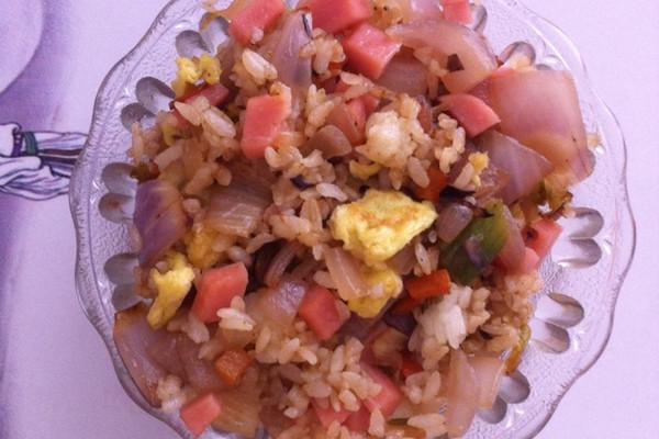 洋葱火腿蛋炒饭的做法