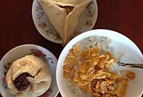 营养早餐2 红豆包+牛奶薏仁地瓜粥配玉米片的做法