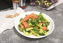 胡萝卜煸炒西兰花的做法