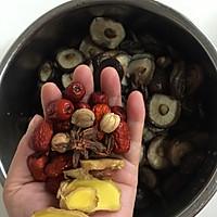 香菇红枣炖鸡汤的做法图解5