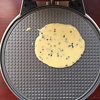 一杯面粉两个鸡蛋就能做出酥脆掉渣的鸡蛋卷的做法图解8