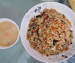皮蛋烧肉丝炒饭的做法