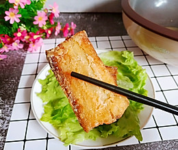 香酥炸带鱼,又酥又香,一上桌分分钟秒光。的做法