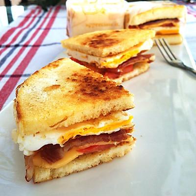 早餐煎馒头三明治