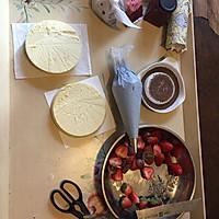 轻乳酪草莓巧克力片 裸蛋糕的做法图解1