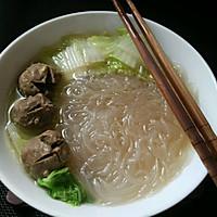 白菜肉丸粉丝汤的做法图解2