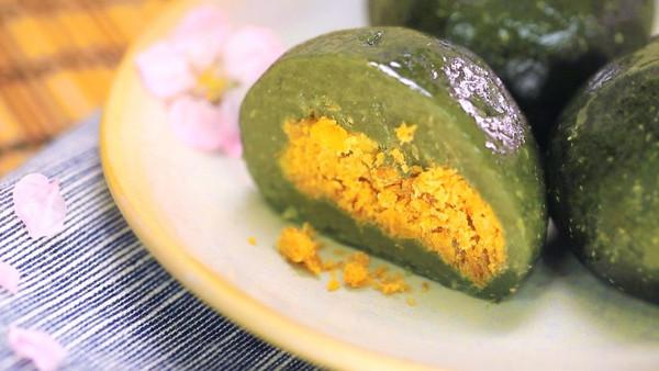 蛋黄肉松青团——迷迭香