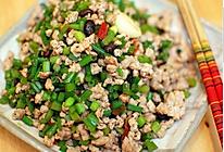 """快手热菜:超级下饭的""""苍蝇头""""/肉末炒韭菜的做法"""