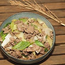 #快手又营养,我家的冬日必备菜品# 葱爆羊肉