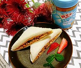 #四季宝蓝小罐#坚果花生酱三明治的做法