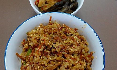 鱼香肉丝炒饭的做法