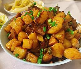 「土豆烧腊肉」的做法