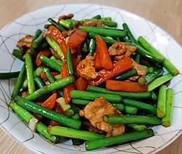 脆爽不辣心的蒜苔炒肉#人人能开小吃店#的做法