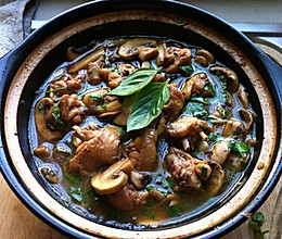 蘑菇烧鸡翅的做法