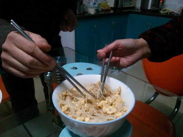 金针菇炒蛋的做法