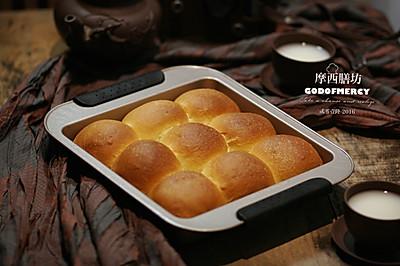 一口一个,又香又软的小餐包出炉啦