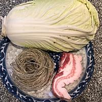 #快手又营养,我家的冬日必备菜品#五花肉炖白菜的做法图解1