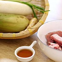 排骨玉米萝卜汤-迷迭香的做法图解1