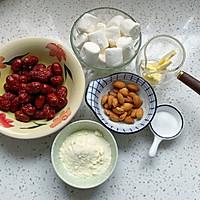 网红小零食杏仁奶枣的做法图解1