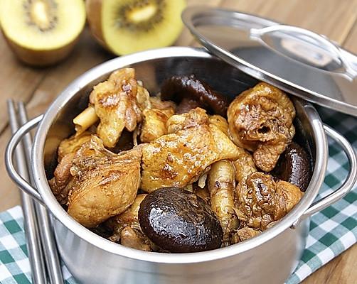 一款提高免疫力的春季养生菜——香菇焖鸡的做法