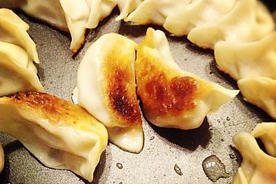 不用肉皮冻照样有汤汁的锅贴——利仁电火锅试用菜谱