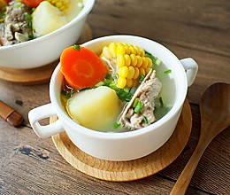 玉米胡萝卜土豆排骨汤的做法