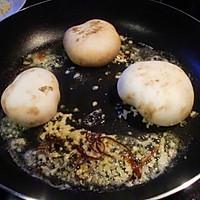 【西班牙蒜香煎蘑菇】的做法图解2