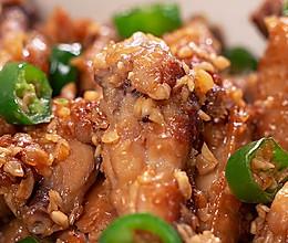 外酥里嫩,鲜到舔手指的蒜香鸡翅的做法