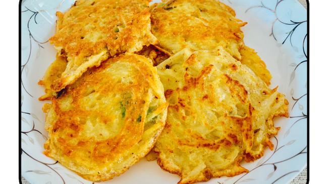 #我们约饭吧#葱香鸡蛋土豆饼的做法