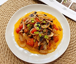 番茄洋葱炒白菇的做法