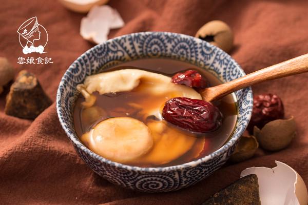红糖鸡蛋红枣桂圆水的做法