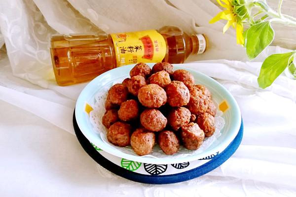 香炸肉丸#金龙鱼外婆乡小榨菜籽油 最强家乡菜#的做法