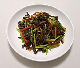 纯净素  芹菜炒海茸  海藻胶原蛋白的做法