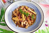 #餐桌上的春日限定#蚝油洋葱腐竹炒肉丝的做法
