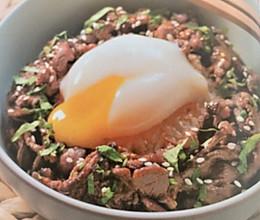 半熟牛肉温泉蛋的做法