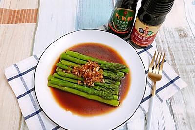 蒜蓉蚝油淋芦笋