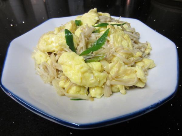 金针菇炒鸡蛋的做法