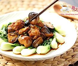 草菇焖鸡丸的做法