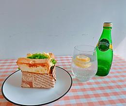 蒜黄油厚蛋烧三明治(低热量版)的做法