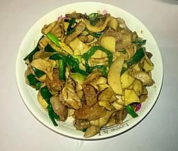 鸡腿菇 茨菇 香肠 炒蒜叶的做法