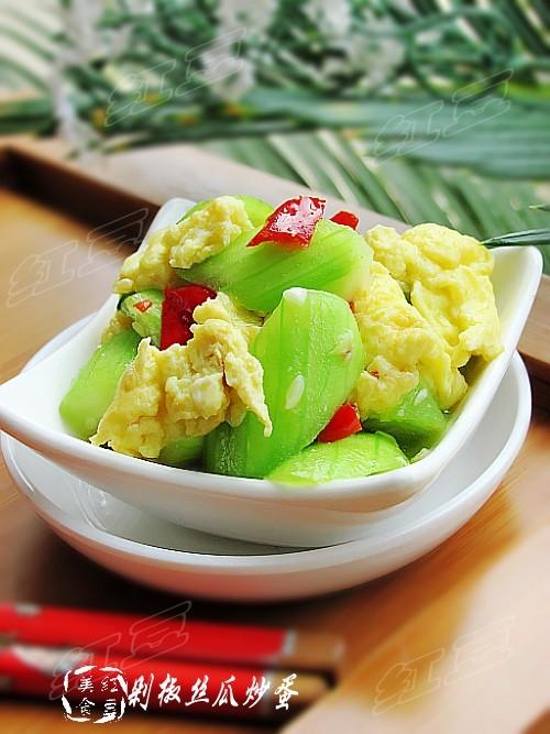 剁椒丝瓜炒鸡蛋的做法