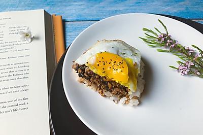 早午餐 梅干菜肉沫煎蛋饭