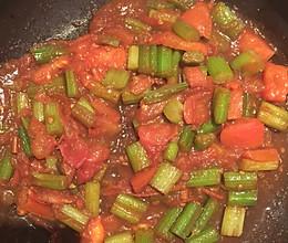 芹菜炒西红柿的做法
