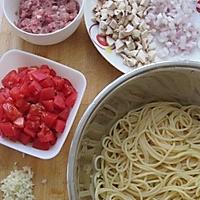 蕃茄蘑菇肉酱意大利面的做法图解2