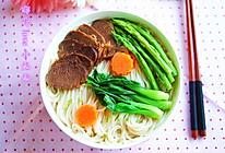 宝贝新宠-香醇浓郁的牛肉汤面的做法