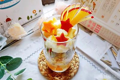 超级简单又绚丽多姿的酸奶水果杯