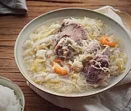 承味东北酸菜排骨汤的做法