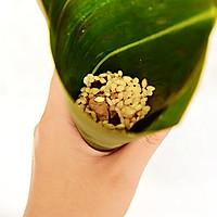 手把手教你做超级好吃的咸味粽——蛋黄肉粽的做法图解7